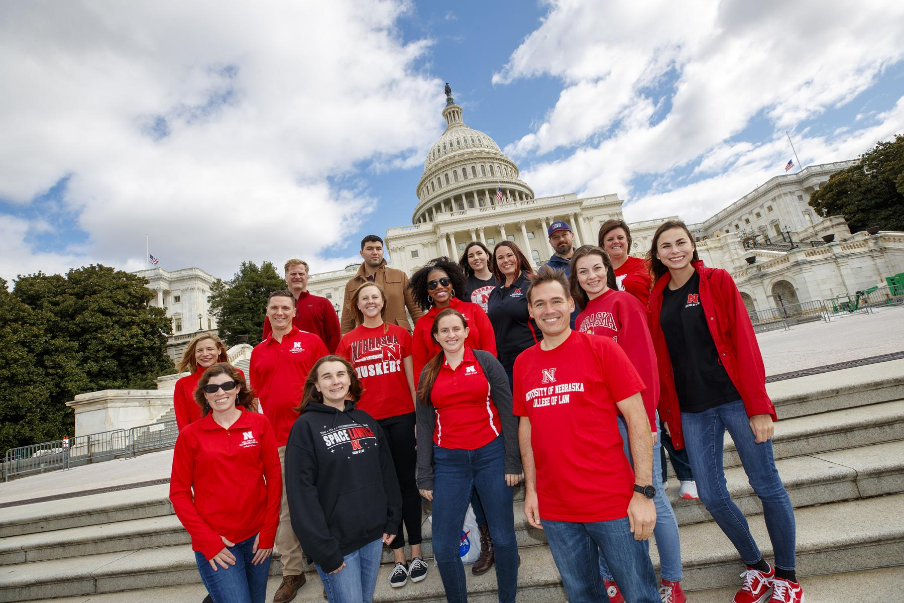 Students pose in front of Capitol